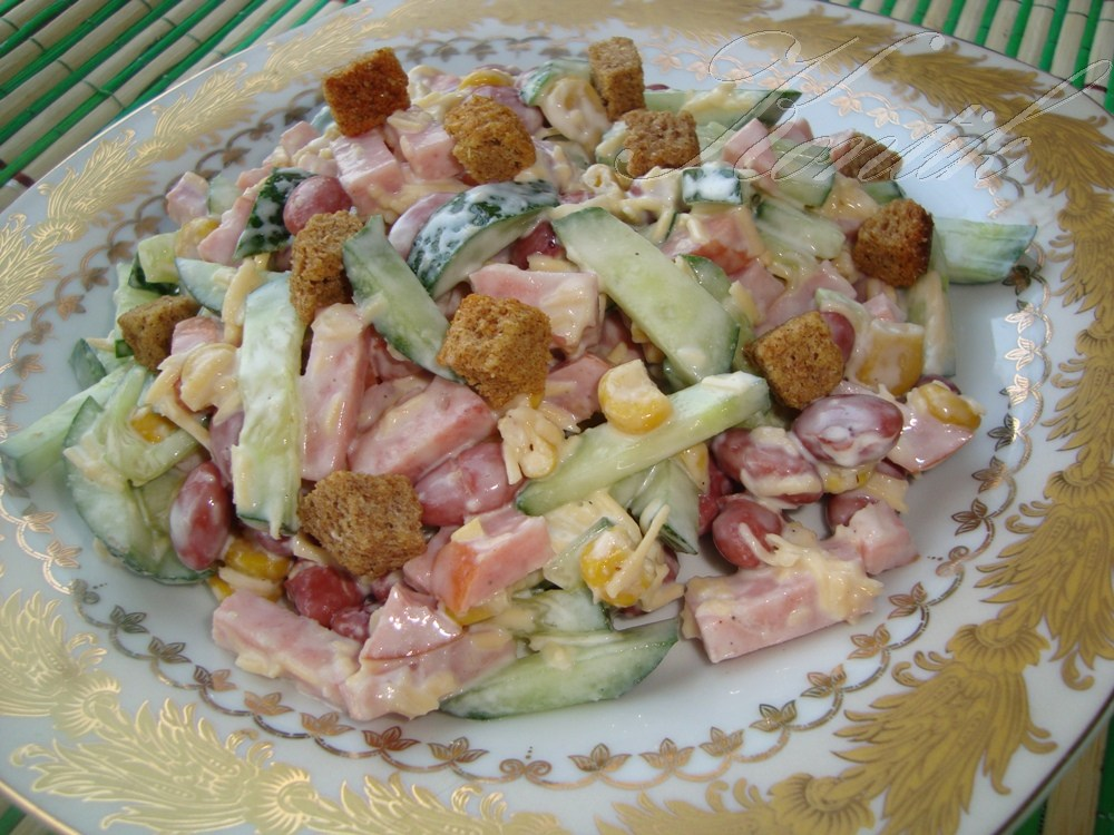 Салат с фасолью и ветчиной: разные рецепты